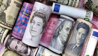 الأورو والين يرتفعان بعد تراجع الدولار بسبب موقف المركزي الأمريكي