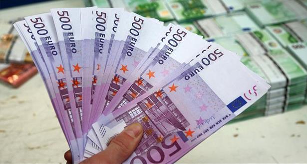 الأورو يرتفع بفضل تفاؤل إزاء صندوق لتعافي الاتحاد الأوروبي