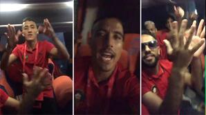 """فيديو .. فرحة كبيرة داخل حافلة """"الأسود"""""""