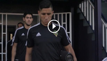 فيديو .. فيصل فجر يدخل التداريب على أنغام أغنية الشاب خالد