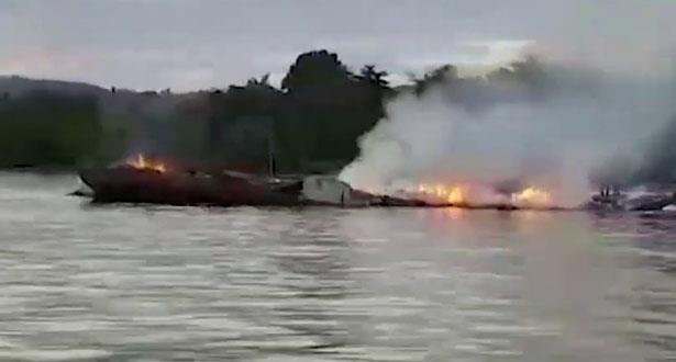 مصرع سبعة أشخاص في حريق عبارة بإندونيسيا