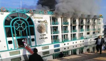 مصر .. حريق يلتهم فندقا بالأقصر وإنقاذ عشرات السياح من جنسيات مختلفة