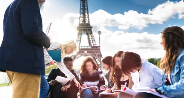 الزيادة في رسوم الدراسة تروم تحسين ظروف استقبال الطلبة الأجانب في فرنسا