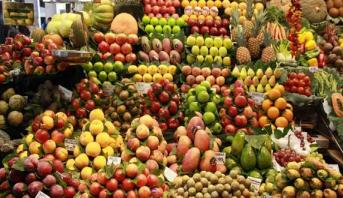 عملية تزويد السوق الوطني بكل أنواع الفواكه تمر في ظروف عادية