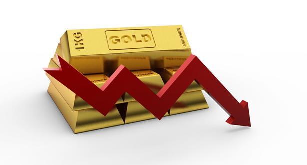 الذهب يتراجع تحت ضغط الضبابية التجارية على اليوان