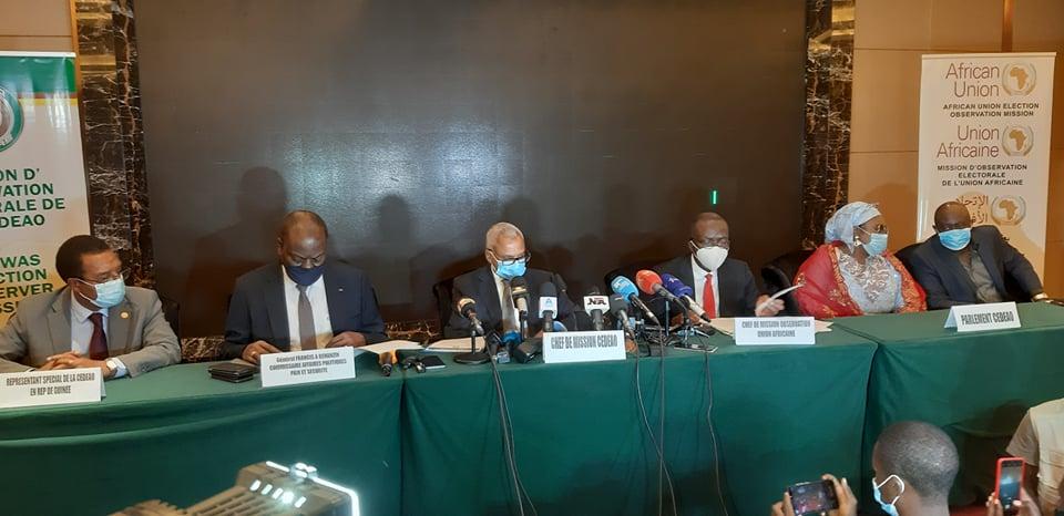 """Guinée: la présidentielle s'est déroulée """"dans la paix et la transparence"""" (UA et CEDEAO)"""
