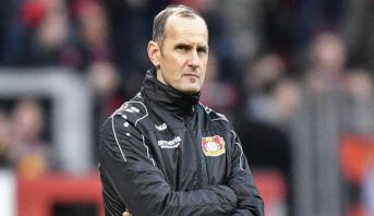 حرمان مدرب أوغسبورغ الألماني من قيادة فريقه بسبب معجون أسنان