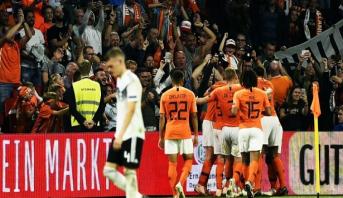 هولندا تعمق جراح ألمانيا على أرضية ملعب أرينا