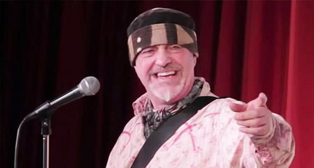 وفاة الفنان الكوميدي البريطاني إيان كوجنيتو على خشبة المسرح