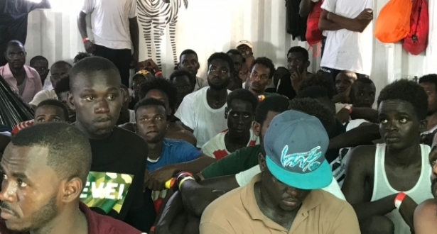 رواندا توافق على استقبال مهاجرين أفارقة عالقين في ليبيا