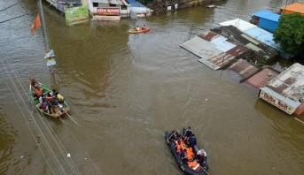 ارتفاع حصيلة ضحايا الفيضانات والانهيارات الأرضية بالهند