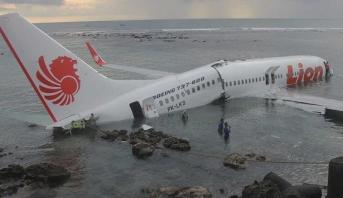 اندونيسيا توقف عمليات البحث عن جثث ركاب طائرة تحطمت في البحر