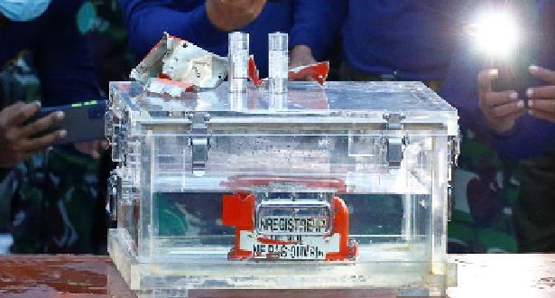 استخراج تسجيلات أحد الصندوقين الأسودين للطائرة الإندونيسية المنكوبة