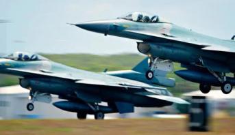 إندونيسيا تستخدم طائرات حربية لإيقاظ المسلمين للسحور