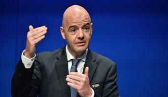 """رئيس """"الفيفا"""" يستبعد تنظيم بطولة كأس العالم لكرة القدم في قطر من دون جمهور"""