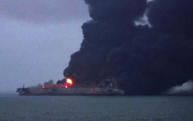 الصين تعلن غرق ناقلة النفط الايرانية المشتعلة قبالة سواحلها بالكامل
