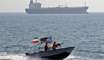 إيران تحتجز سفينة قرب مضيق هرمز