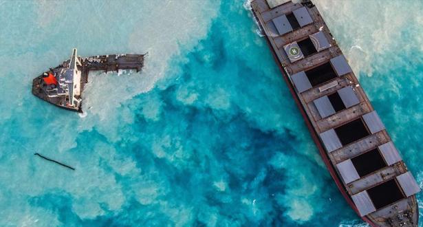 جزر موريس .. التسرب النفطي يهدد الشعاب المرجانية