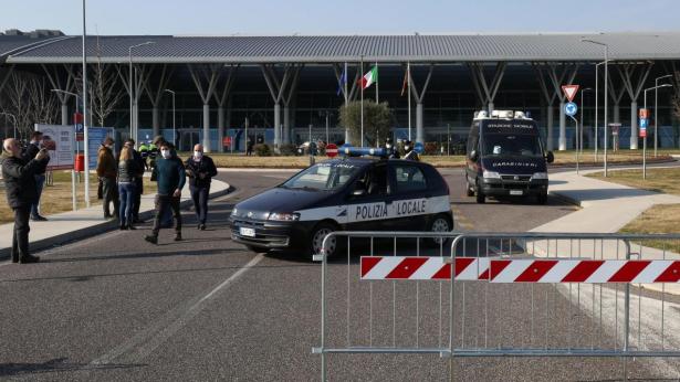 Italie/Coronavirus: au moins 11 villes à l'isolement, près de 80 cas