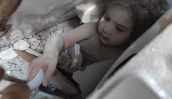 تركيا .. انتشال طفلة من تحت الأنقاض بعد أربعة أيام على زلزال إزمير