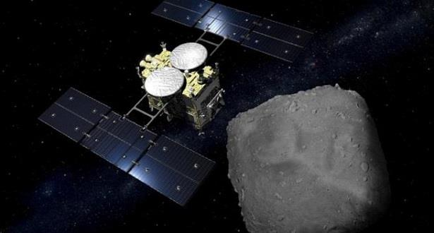 مسبار فضاء ياباني يبدأ رحلة العودة بعد مهمة على كويكب