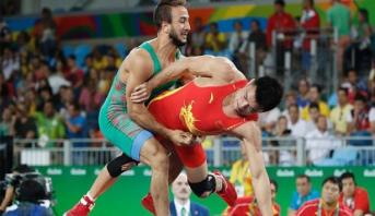 المغربيان أيت أوكرام والمسعودي يودعان ثمن نهائي المصارعة بالأولمبياد
