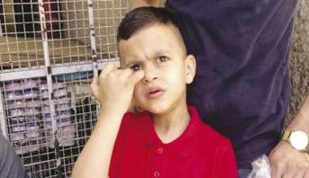 أمام أنظار العالم .. قوات الاحتلال تستجوب طفلا في الرابعة من العمر