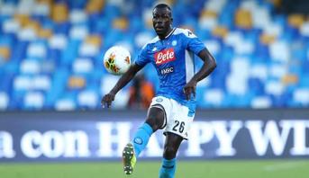 نادي نابولي يرفض عرض مانشستر سيتي لضم مدافعه السينغالي كوليبالي