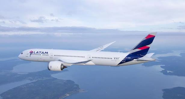 الأرجنتين .. سوء الأحوال الجوية يجبر طائرة شيلية على الهبوط اضطراريا بعد تشقق زجاج قمرة القيادة