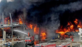 إخماد الحريق الضخم في مرفأ بيروت والنيران طالت مساعدات إنسانية