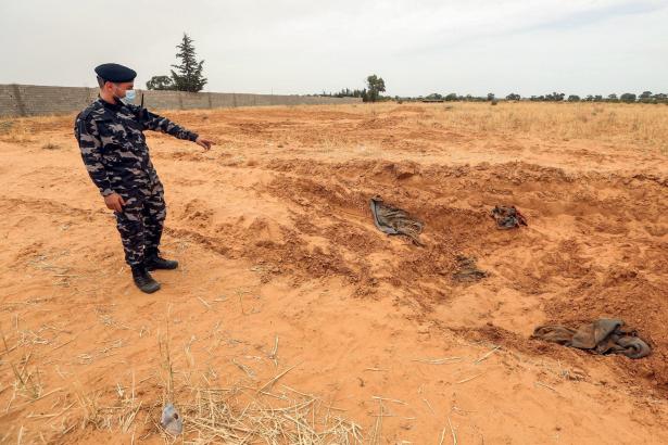 Libye: découverte d'une fosse commune avec une dizaine de cadavres