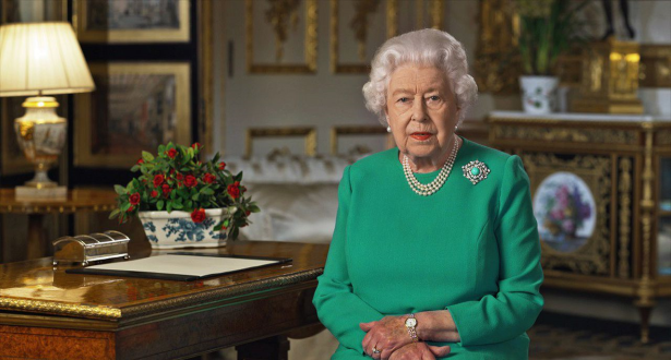 """Coronavirus: la Reine Elisabeth II appelle les Britanniques à faire preuve d""""autodiscipline"""" et de """"détermination"""""""