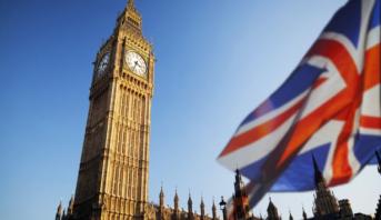 الحكومة البريطانية ترفع شرط الحجر الصحي للقادمين من 50 بلدا