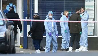 الحكومة البريطانية تعد بتشديد إجراءات مكافحة الإرهاب بعد هجوم بسكين في لندن