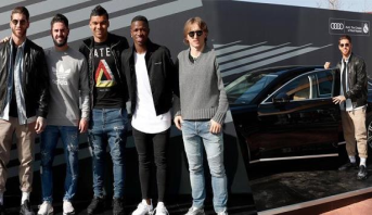 لاعبو ريال مدريد يتسلمون سيارات جديدة فخمة