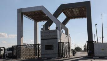 السلطات المصرية تواصل فتح معبر رفح الحدودي مع قطاع غزة لعبور العالقين وإدخال المساعدات