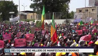 Mali: des dizaines de milliers de manifestants à Bamako