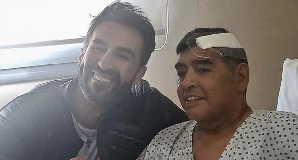 طبيب مارادونا : فعلت المستحيل لإنقاد حياته، ولست مسؤولا عن صحته