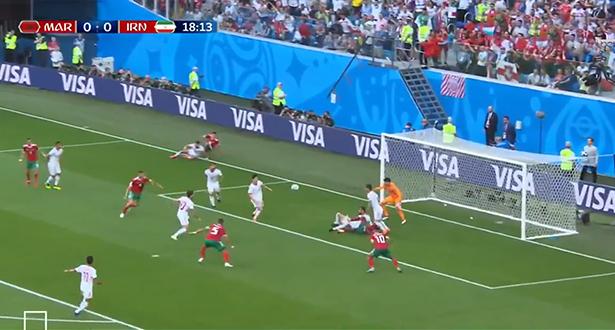 """أبرز فرصة لـ """"الأسود"""" في بداية المباراة والحظ يمنع الكرة من دخول شباك الإيرانيين"""