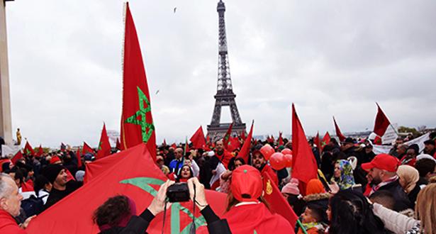 إهانة العلم الوطني : مغاربة أوروبا يتظاهرون بباريس تنديدا بالمس برمز من رموز الوطن