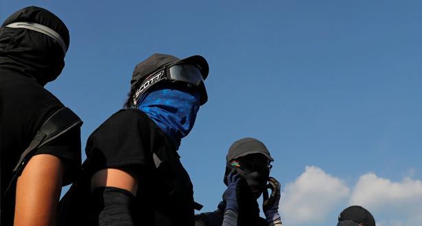 حكومة هونغ كونغ تعلن منع المتظاهرين من ارتداء الأقنعة