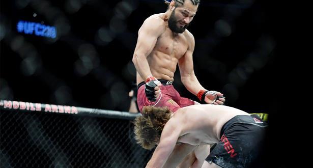 """فيديو .. مصارع أمريكي يسجل أسرع ضربة قاضية في تاريخ الـ""""UFC"""""""