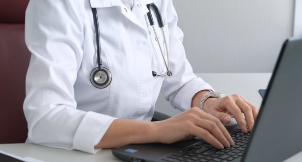 مجلس الحكومة يصادق على مشروع مرسوم يتعلق بالطب عن بعد