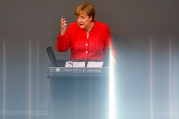 """Merkel met Trump en garde contre une """"guerre"""" commerciale"""