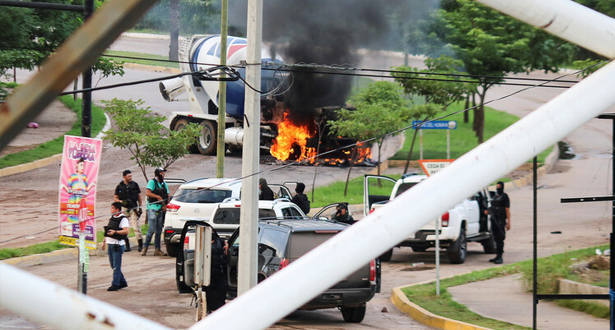 """المكسيك .. توقيف أحد أبناء """"إل تشابو"""" ومواجهات مسلحة عنيفة في كولياكان"""