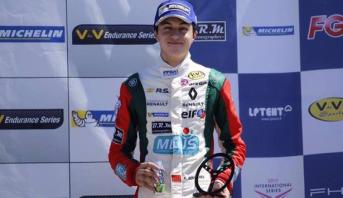 السائق المغربي الشاب ميكائيل بنيحيى يتوج بلقب بطل أروبا للفورمولا –رونو 2017