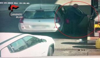 فيديو .. كاميرا مراقبة ترصد لحظة تزود سائق حافلة إيطاليا بالبنزين