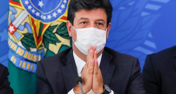 لاحتواء تفشي الوباء .. وزير الصحة البرازيلي يدعو للتواصل مع عصابات المخدرات في الأحياء الفقيرة