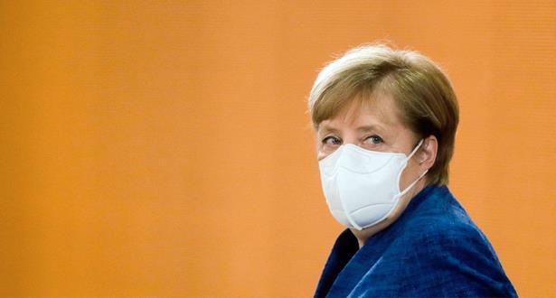 """Virus: Merkel défend les livraisons de vaccin """"plus lentes"""" dans l'UE"""