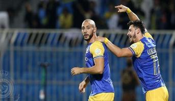 أمرابط يتسلم جائزة أفضل لاعب في الدوري السعودي